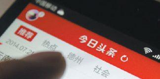 Immagine di smartphone con scritte cinesi.