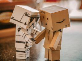 machine behavior: due robot si salutano.