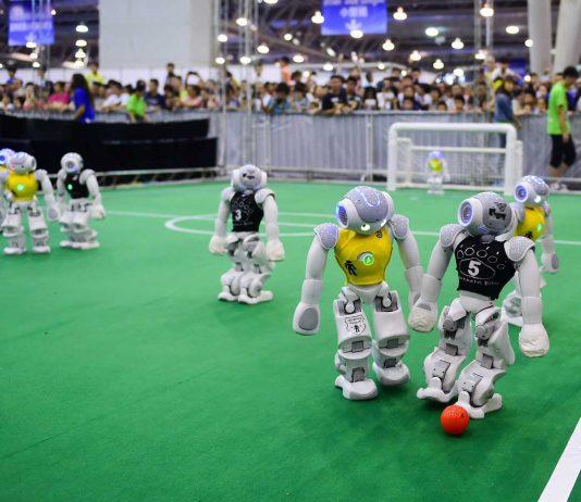 robocup, robot che giocano a calcio