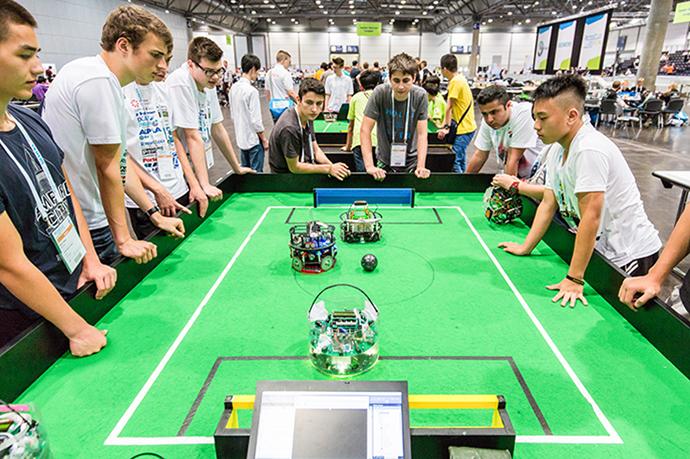 Ragazzi al RoboCup Junior categoria soccer